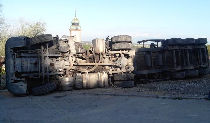 EB16 – 2014 LKW stürtze um, und ÖL lief aus