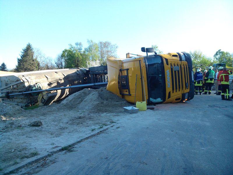 EB16-2014 LKW umgestürzt(18)