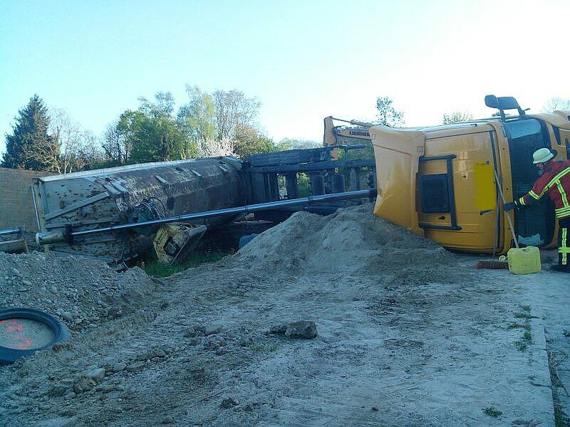 EB16-2014 LKW umgestürzt(2)