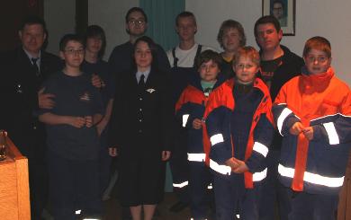 Marco Maier bedankte sich bei den Jugendlichen und übereichte die Jugendflamme Urkunde.