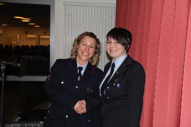 Lisa Hugenschmidt wurde von der Kreisjugendfeuerwehrmit der Ehrennaden der KJF Lörrach geehrt.