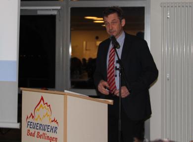 Bürgermeister Dr. Hoffmann eröffnete die Wahl zum Feuerwehrkommandanten. Mit grosser Mehrheit wurde Marco Maier zur zweiten Amitsperiode gewählt. Bürgermeister Dr. Hoffmann gratulierte dem neu gewählten Kommadanten und bedankte sich auch für die gute Zusammenarbeit.
